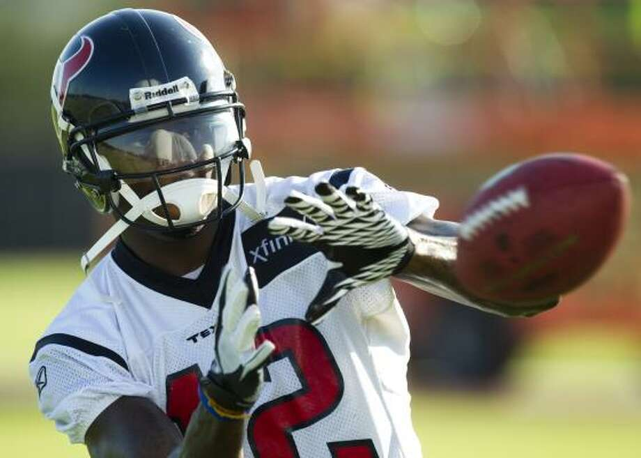 Texans wide receiver Jacoby Jones reaches out to catch a ball. Photo: Brett Coomer, Houston Chronicle