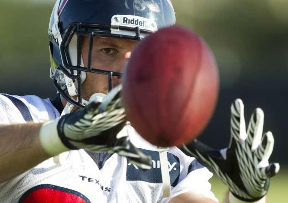 Texans tight end Owen Daniels eyes a ball. Photo: Brett Coomer, Houston Chronicle