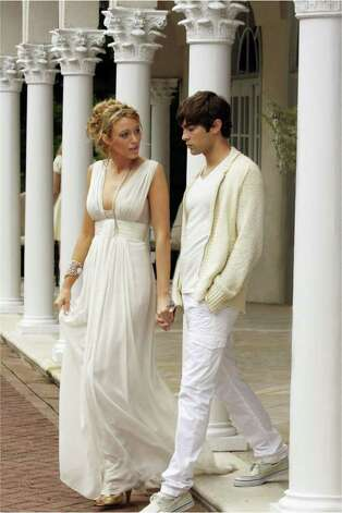 "This undated photo provided by The CW shows Blake Lively as ""Serena,"" left, and Chace Crawford as ""Nate"" during an episode of the second season of  ""Gossip Girl."" Photo: Giovanni Rufino, AP Photo / 2008 AP"