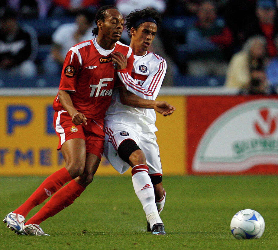 Former Chicago Fire player Calen Carr, right, finally made his debut with the Dynamo, who acquired him on March 23. / 2008 AP