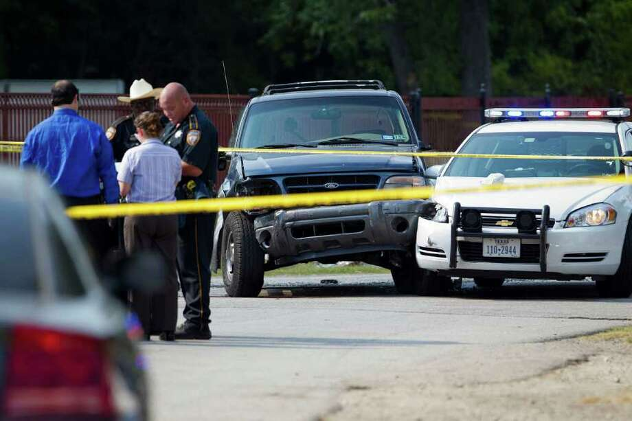 The scene of an officer involved shooting that left one man dead after a robbery and police chase on Friday, August 19, 2011 in Houston. ( Patrick T. Fallon / Houston Chronicle ) Photo: Patrick T Fallon, Intern / © 2011 Houston Chronicle