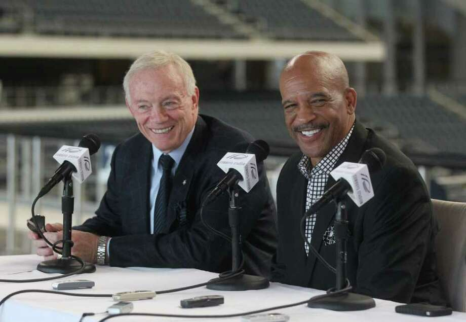 Cowboys owner Jerry Jones picked Drew Pearson and two other former players to be inducted into the Ring of Hoonor at Cowboys Stadium in Arlington. Photo: Michael Ainsworth, Dallas Morning News / The Dallas Morning News