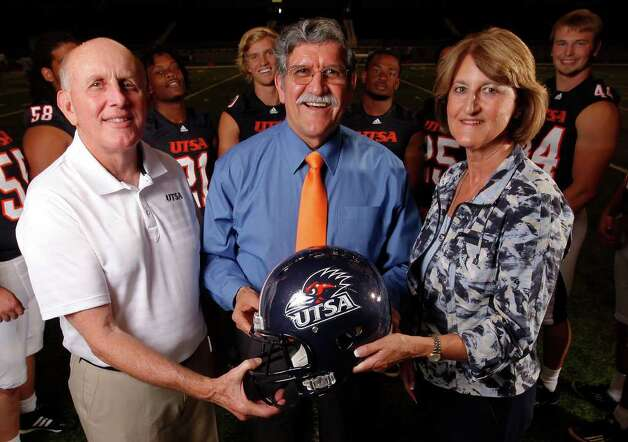 UTSA President Ricardo Romo (center) is joined by football head coach Larry Coker (left) and athletic director Lynn Hickey (right) for a portait on Media Day for the UTSA football program at the Alamodome on Friday, August 19, 2011. Kin Man Hui/kmhui@express-news.net Photo: KIN MAN HUI, Express-News / San Antonio Express-News