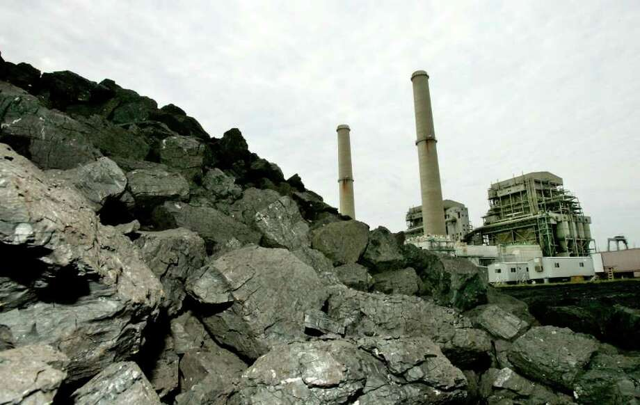 A pile of coal rests beside Luminant's Big Brown power plant near Fairfield in Central  Texas. (AP Photo/David J. Phillip, File) Photo: David J. Phillip, STF / AP
