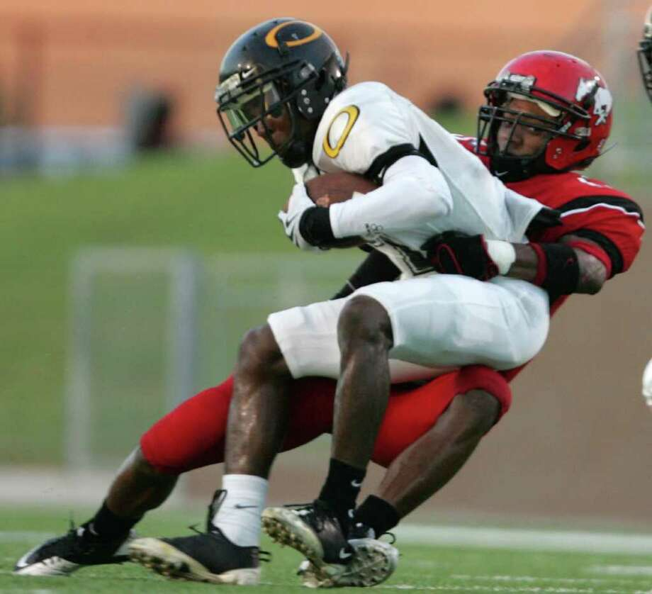 North Shore's Kevin Alexander recorded 73 tackles and two interceptions in 2010. Photo: ERIC CHRISTIAN SMITH, FOR THE CHRONICLE / Freelance