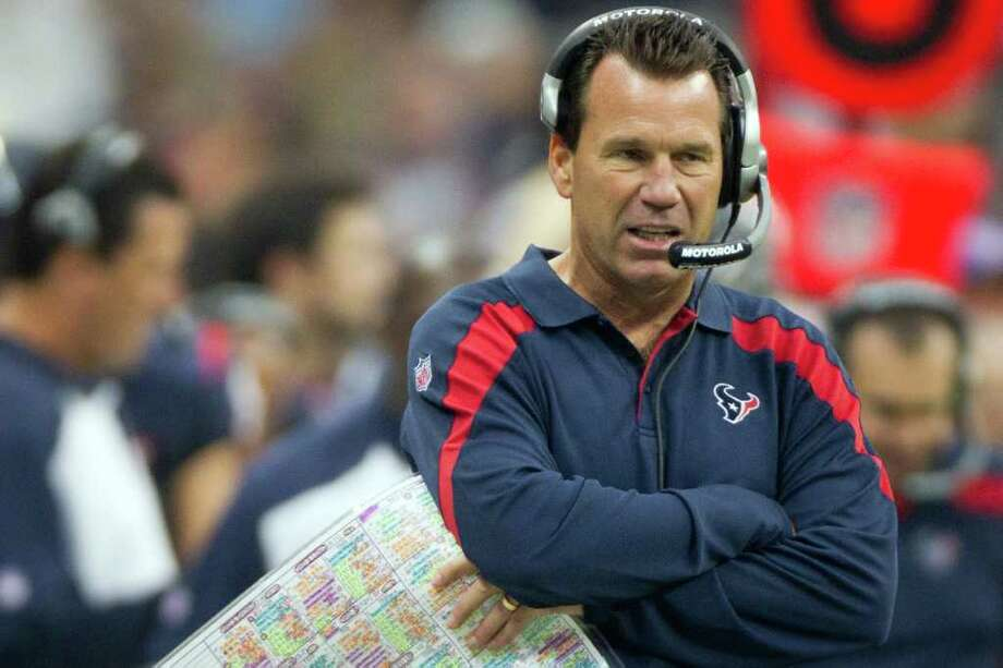Texans head coach Gary Kubiak expects a better showing from Matt Leinart in their next game. Photo: Smiley N. Pool, Houston Chronicle / © 2011 Houston Chronicle