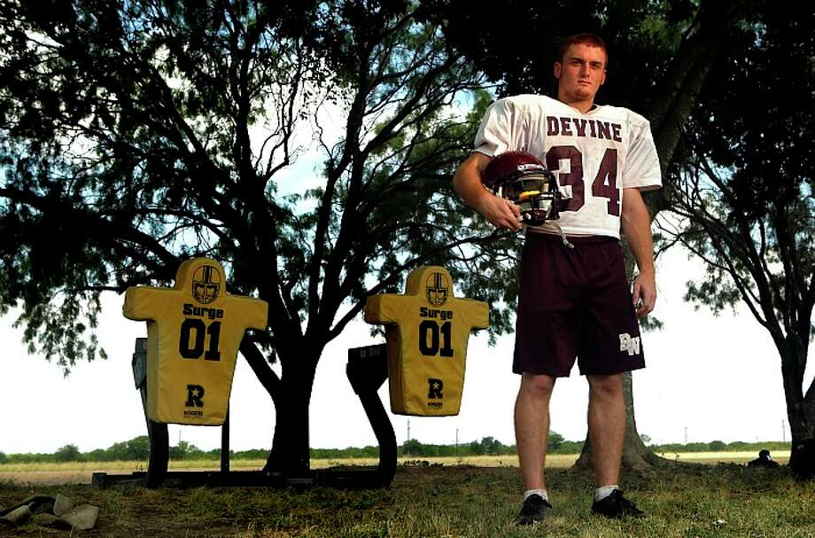 Devine running back Joseph Sadler is the focal point of the Warhorses' playoff hopes.  WILLIAM LUTHER/wluther@express-news.net