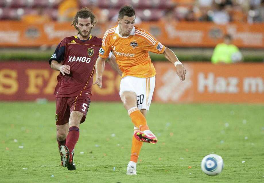 After coach Dominic Kinnear moved Geoff Cameron from the midfield to defense, the Dynamo  responded with a two-game winning streak. Photo: Patric Schneider, Associated Press / AP