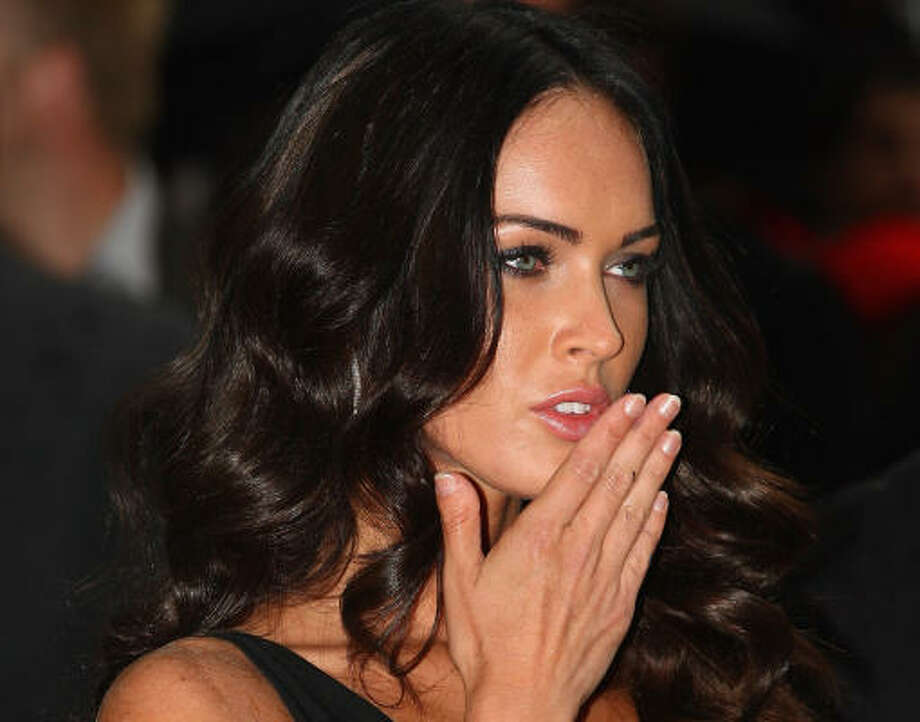 Megan Foxhas thumbs that take the form of a club, called brachydactyly – type D. Photo: Gareth Cattermole, Getty Images