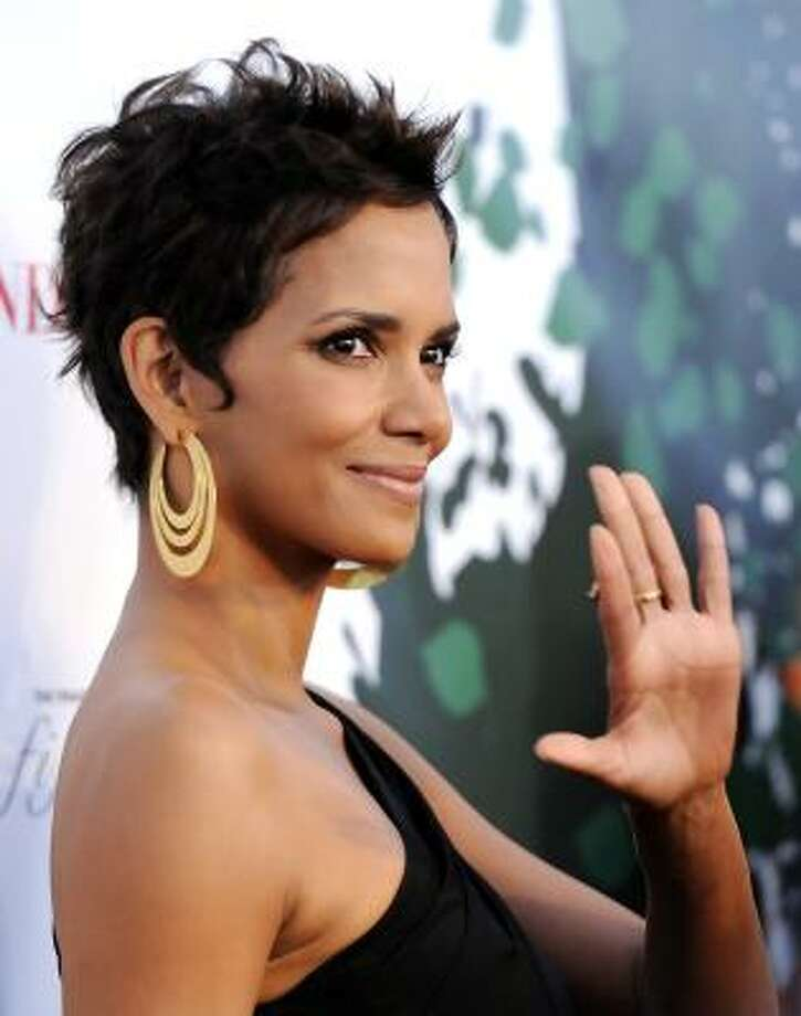 Halle Berry has been photographed on countless occassions showing what can be assumed to be an extra toe, but her deformity has never been confirmed by the actress herself. Photo: Evan Agostini, ASSOCIATED PRESS
