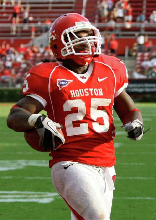 Bryce Beall was the Cougars' leading rusher in 2010 with 870 yards and 12 touchdowns. Photo: Nick De La Torre, Staff / Houston Chronicle