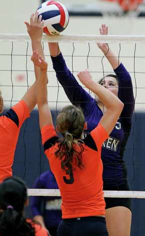 Warren's Shaina Garza (15) battles against Brandeis' Marissa Banda during the Warriors' victory on Tuesday, Aug. 23, 2011 at O'Connor Gym. The victory was Warren's first in district play against the Broncos in seven tries. Photo: Tom Reel/treel@express-news.net / © 2011 San Antonio Express-News