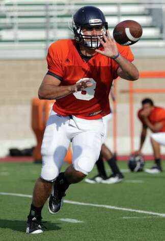 QB Eric Soza during UTSA Football team practice at Dub Farris Stadium.  Friday, August 12, 2011. Photo: BOB OWEN,  Bob Owen/rowen@express-new S.net / rowen@express-news.net