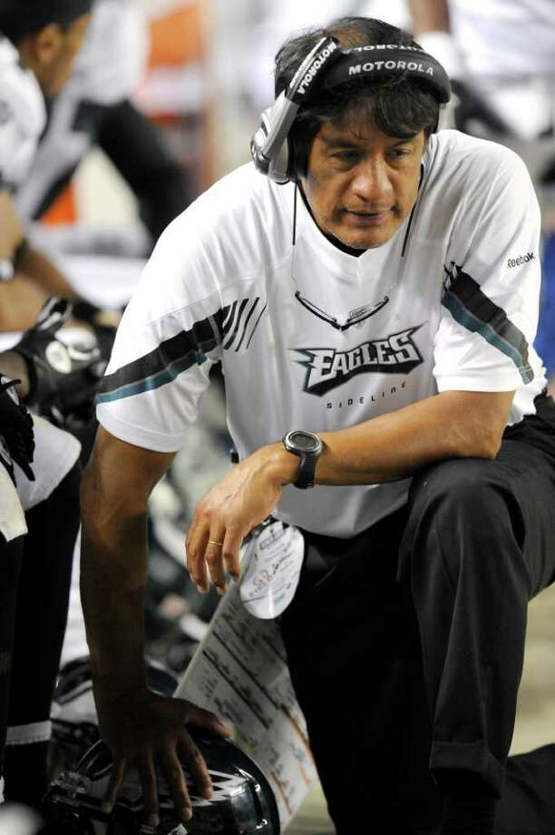 Philadelphia Eagles defensive coordinator Juan Castillo on the sideline against the Pittsburgh Steelers during the fourth quarter of an NFL pre-season football game Thursday, Aug. 18, 2011 at Heinz Field in Pittsburgh. Photo: Associated Press