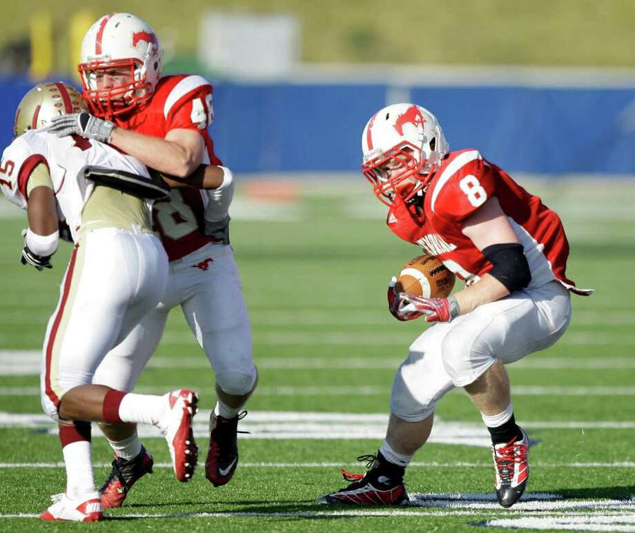 Memorial running back Boomer White gets a block from JD Philips  as he rushes during a Class 5A Division II regional finals Saturday Dec. 4, 2010. Photo: Bob Levey, Freelance / Freelance
