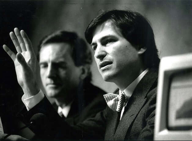 John Sculley (left) and Steve Jobs of Apple Computers speak at a press conference following the annual shareholders meeting in January 1985. Photo: Chris Stewart / The Chronicle