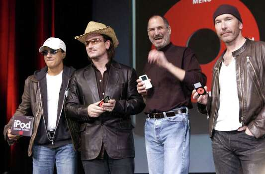 SAN JOSE, CA - OCTOBER 26:  Steve Jobs (2nd-R) of Apple Computer poses with Interscope Geffen A&M Records Chairman Jimmy Iovine (L) Bono (2nd-L) and The Edge (R) of U2 at a celebration of the release of a new Apple iPod family of products at the California Theatre on October 26, 2004 in San Jose, California. Photo: Tim Mosenfelder, Getty Images / 2004 Tim Mosenfelder