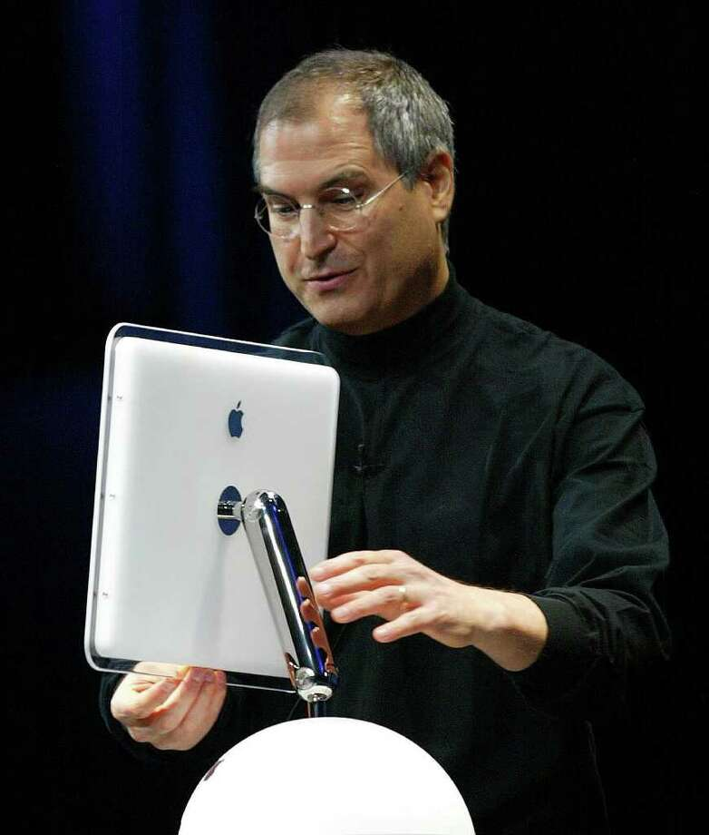Apple Computer co-founder and CEO Steve Jobs tilts the all-new, flat-panel iMac computer during his keynote speech at the MacWorld Expo 07 January 2002 in San Francisco, California.  Photo: JOHN G. MABANGLO, AFP/Getty Images / AFP
