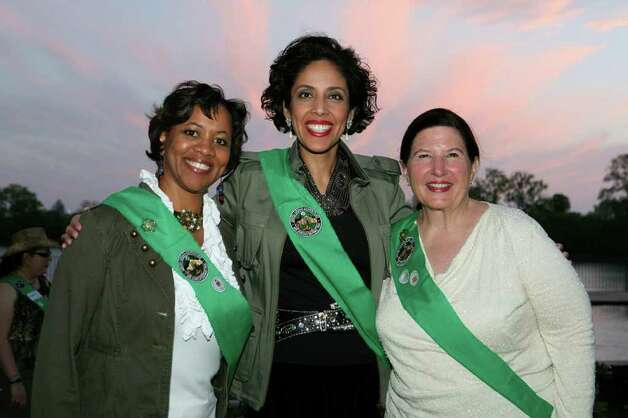Anna Maria Chávez (center) will lead the Girl Scouts of the United States of America. Here she's with Michelle Thomas (left) and Mary Henrich. Photo: Leland A. Outz/Special To The Express-News / SAN ANTONIO EXPRESS-NEWS
