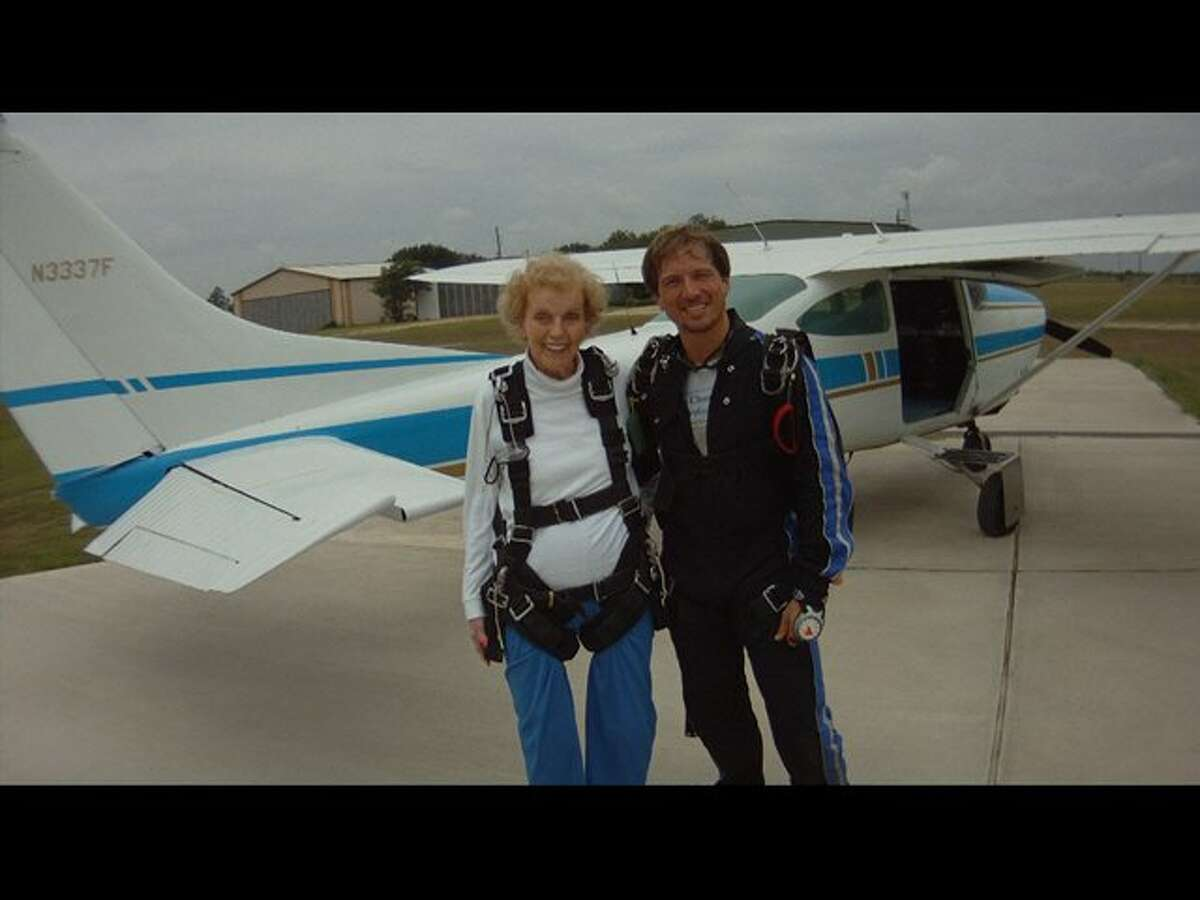 Leauise Graves and her instructor, after she skydived at age 85