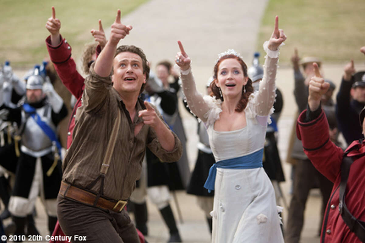 Jason Segal as Horatio and Emily Blunt as Princess Mary in