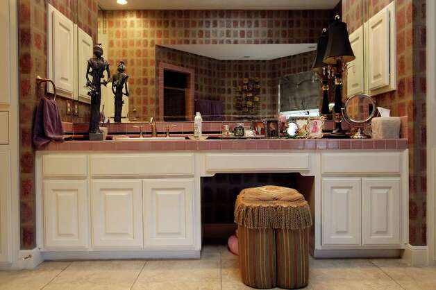 The vanity in the master bath. Photo: EDWARD A. ORNELAS, SAN ANTONIO EXPRESS-NEWS / © SAN ANTONIO EXPRESS-NEWS (NFS)
