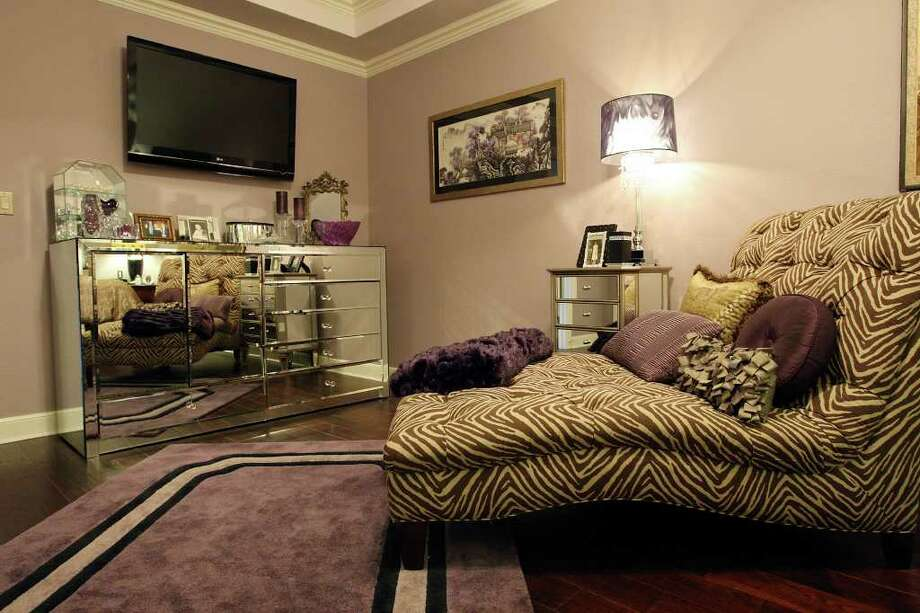 A chaise lounge in the master bedroom. Photo: EDWARD A. ORNELAS, SAN ANTONIO EXPRESS-NEWS / © SAN ANTONIO EXPRESS-NEWS (NFS)