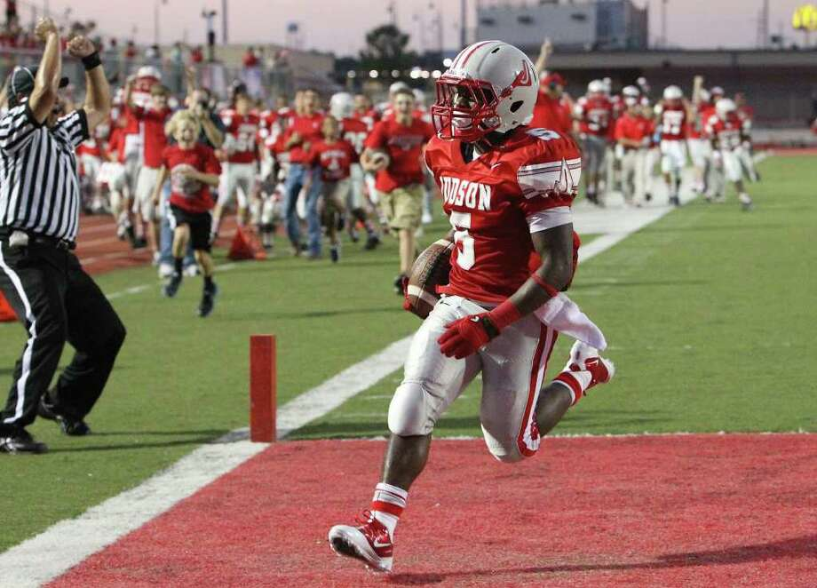 Judson running back Quaylon Jones (05) cruises in for a touchdown against the MacArthur Brahmas in the first half at Rutledge Stadium on Friday, August 26, 2011. Kin Man Hui/kmhui@express-news.net Photo: KIN MAN HUI, -- / San Antonio Express-News