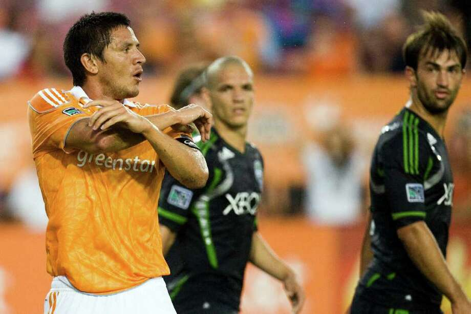 Forward Brian Ching, left, and the Dynamo hold a slim one-point lead over two teams in the Eastern Conference race. Photo: Patrick T Fallon, Intern / © 2011 Houston Chronicle