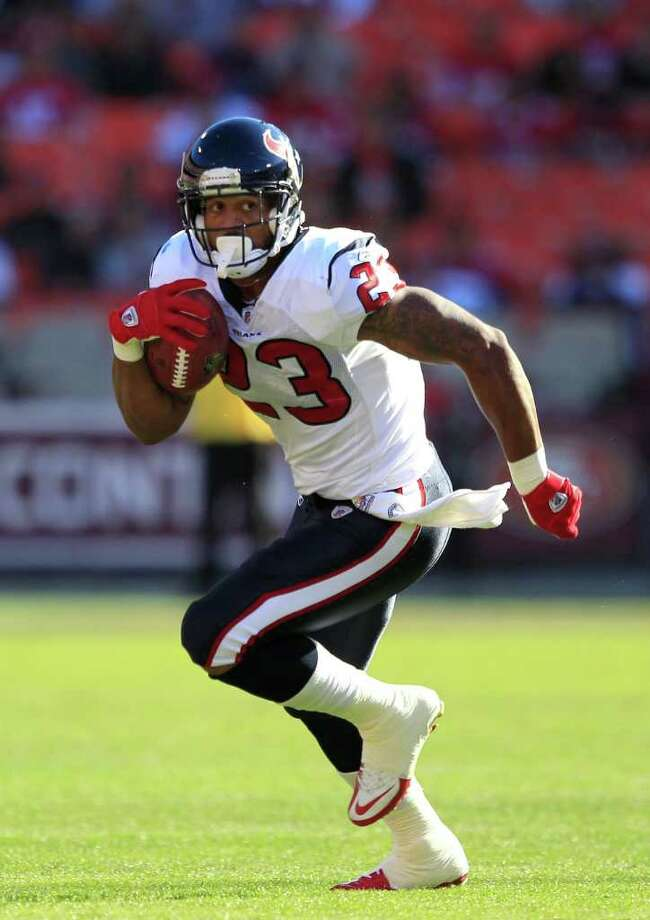 Houston Texans running back Arian Foster (23) runs against the San Francisco 49ers in the first quarter of a preseason NFL football game in San Francisco, Saturday, Aug. 27, 2011. (AP Photo/Marcio Jose Sanchez) Photo: Marcio Jose Sanchez, Associated Press / AP