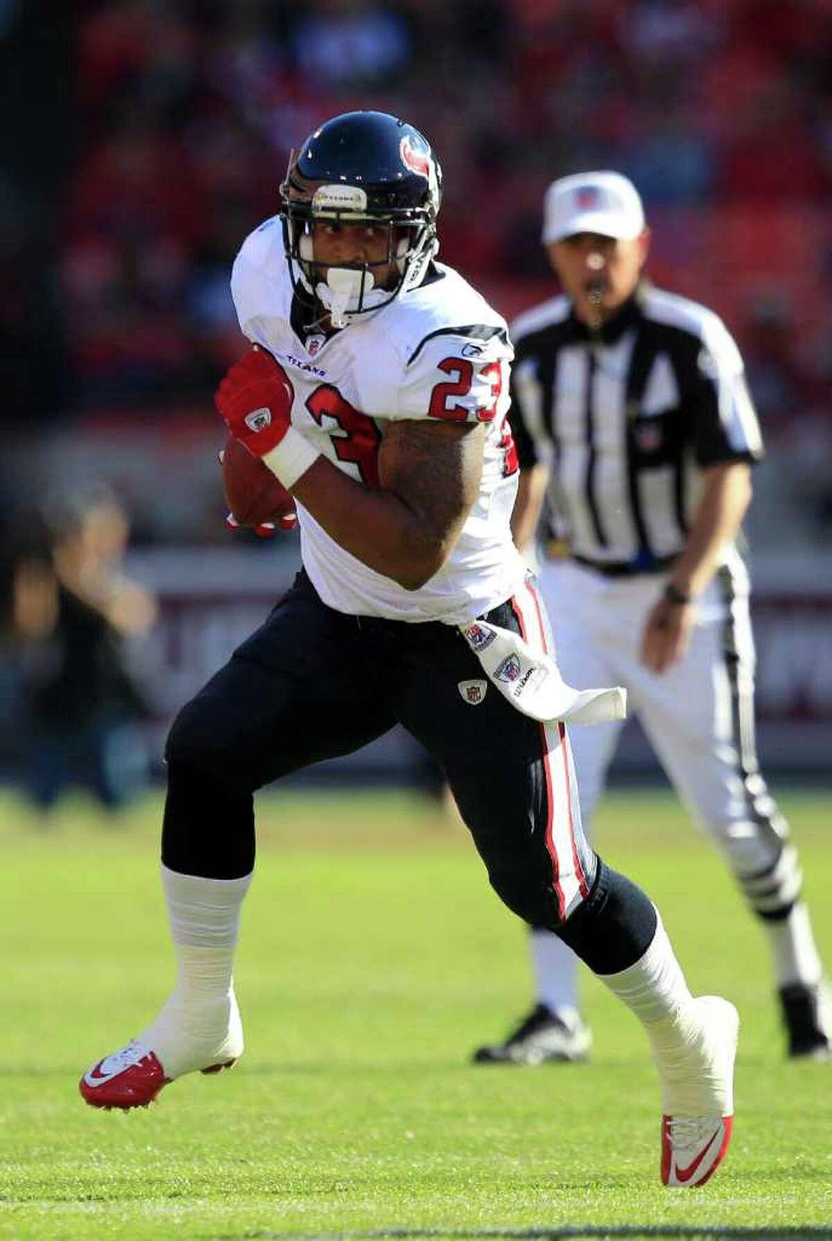 Texans running back Arian Foster runs against the 49ers.
