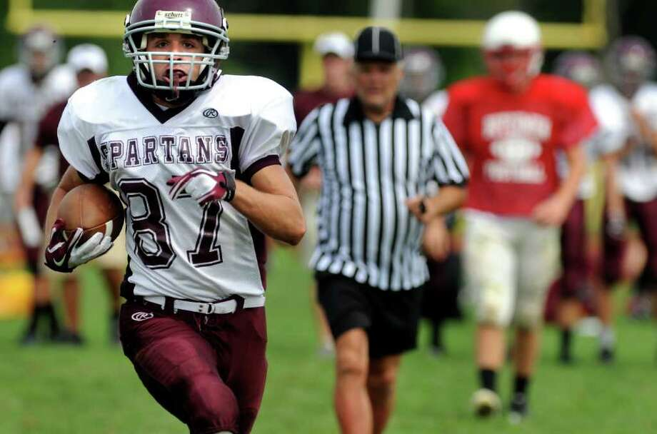 Burnt Hills' Vince Dowdle (87) runs the ball into the end zone during a football scrimmage against Guiilderland on Saturday, Aug. 27, 2011, at Guilderland High in Guilderland, N.Y. (Cindy Schultz / Times Union) Photo: Cindy Schultz