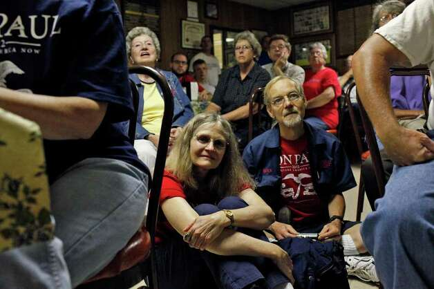Elaine Hites and Max Bridgewater, both of Des Moines, listen as Congressman Ron Paul speaks at the Northside Cafe in Winterset, IA on Saturday, August 27, 2011. Photo: LISA KRANTZ, LISA KRANTZ/lkrantz@express-news.net / SAN ANTONIO EXPRESS-NEWS