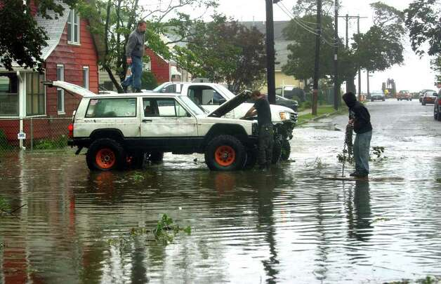 A stranded driver gets help to get out of a flooded area of Thomas Street and Anderson Avenue in West Haven, Conn. on Sunday August 28, 2011. Photo: Christian Abraham
