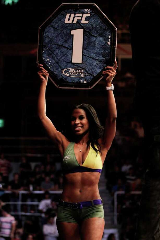 A ring girl carries the round card at the beginning of a fight. Photo: Felipe Dana, Associated Press / AP