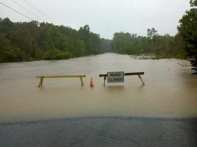 Flooding along Miller Road in South Bethlehem. (Jordan Carleo-Evangelist/Times Union)