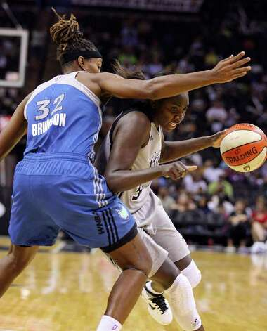 Silver Stars' Sophia Young looks for room around Minnesota Lynx's Rebekkah Brunson during second half action Sunday Aug. 28, 2011 at the AT&T Center. The Lynx won 72-61. Photo: EDWARD A. ORNELAS, Express-News / SAN ANTONIO EXPRESS-NEWS (NFS)