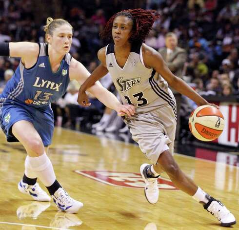 Silver Stars' Danielle Robinson drives around Minnesota Lynx's Lindsay Whalen during second half action Sunday Aug. 28, 2011 at the AT&T Center. The Lynx won 72-61. Photo: EDWARD A. ORNELAS, Express-News / SAN ANTONIO EXPRESS-NEWS (NFS)