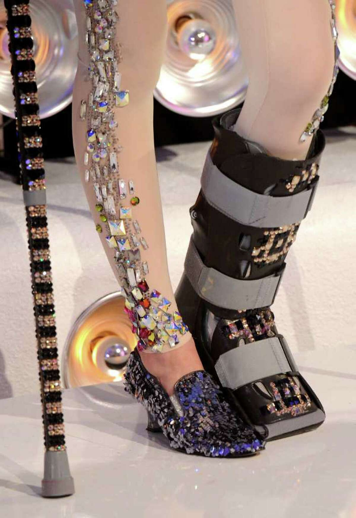 A close-up of Jessie J's cast and crutches, which were bedazzled in Swarovski crystals!