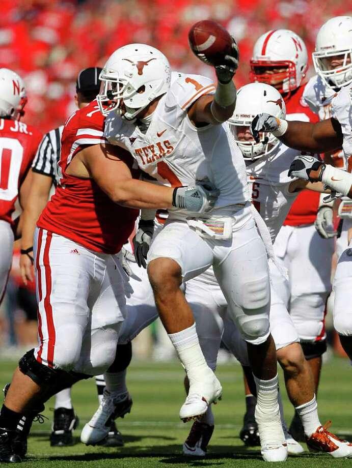 Texas linebacker Keenan Robinson did plenty of celebrating last season, making a team-leading 113 tackles and getting two sacks and two interceptions. Photo: TOM FOX/Staff Photographer, The Dallas Morning News / 10005952A