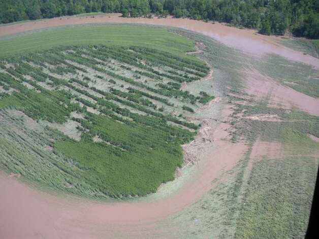 A farmers field in In Schoharie County is filled with flood water from Tropical Storm Irene. (JIMMY VIELKIND / TIMES UNION)