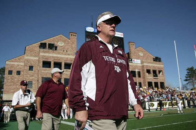 Texas A&M coach Mike Sherman shifted his game-week slate by a day for Sunday's game with SMU. Photo: Doug Pensinger/Getty Images / 2009 Getty Images