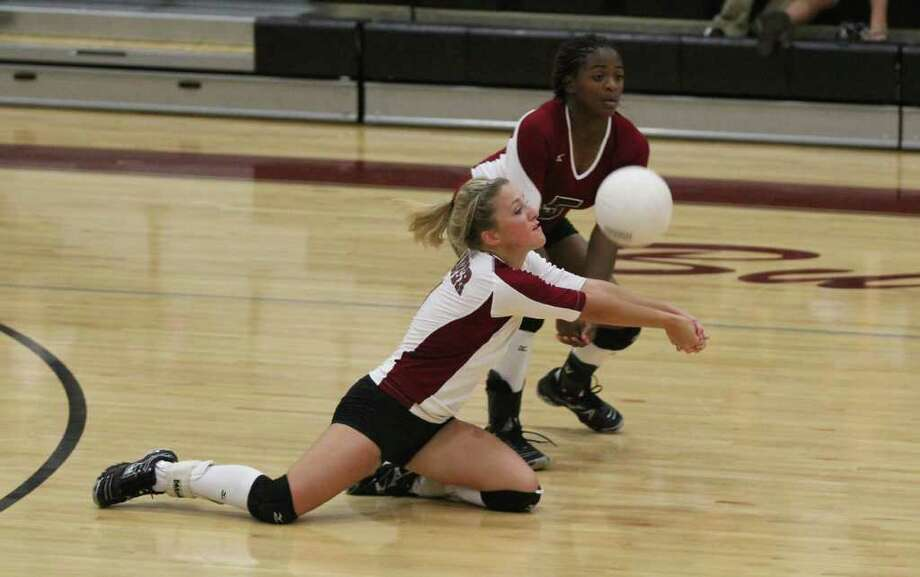 Jasper defeats Newton in volleyball action. Photo: Jason Dunn