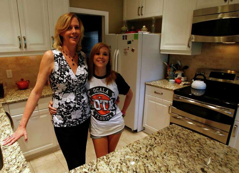 Arlene Post and daugther Azzalie Post are enjoying their lighter and brighter kitchen. Photo: OMAR PEREZ, San Antonio Express-News / SAN ANTONIO EXPRESS-NEWS