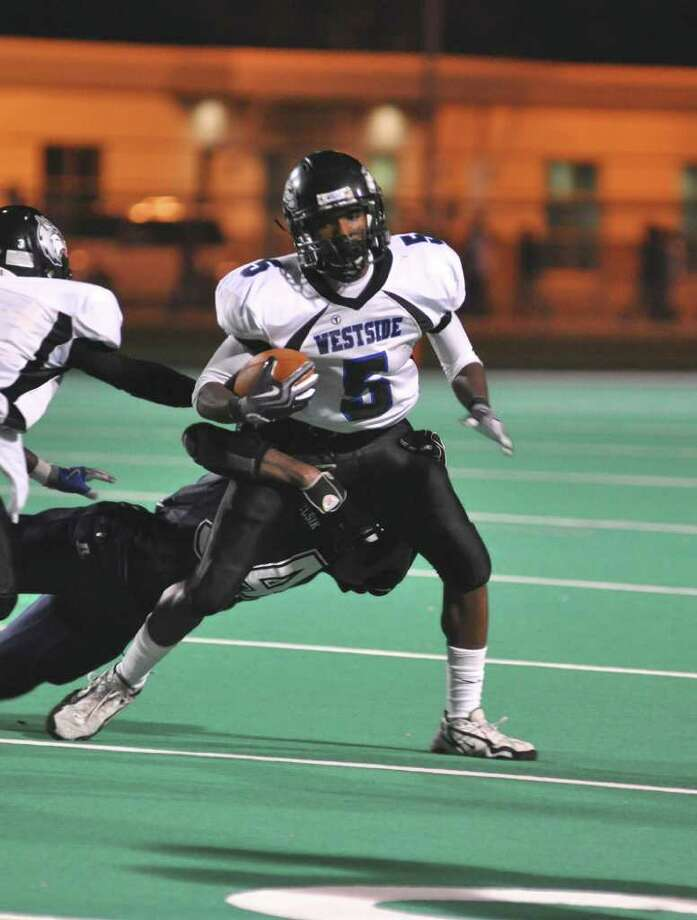 Westside's Deante Gray (5) tries to get out of a tackle. Elsik defeated visiting Westside 21-14 on Sept. 18, 2009 at Crump Stadium. Photo: L. Scott Hainline / freelance