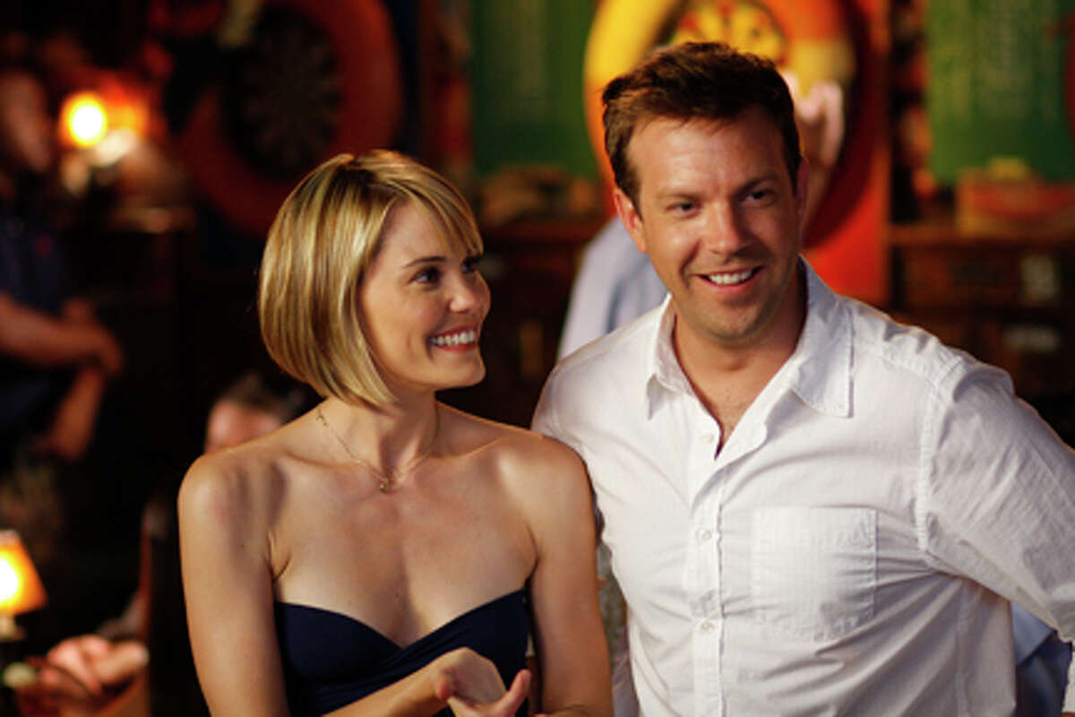 Leslie Bibb as Kelly and Jason Sudeikis as Eric in