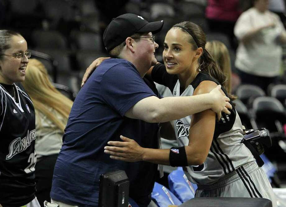 Silver Stars' Becky Hammon (25) gives a hug to her website administrator Linda Estep from Toronto, Canada after the Silver Stars defeated the Connecticut Sun, 78-66, at the AT&T Center on Tuesday, August 30, 2011. Hammon scored 16 points in the game and surpassed the 5,000 career points mark. She finished the game with 5,008 career points and is only the seventh player in the WNBA to reach the mark. Kin Man Hui/kmhui@express-news.net Photo: KIN MAN HUI, -- / SAN ANTONIO EXPRESS-NEWS (NFS)