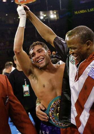 Oscar De La Hoya, left, celebrates with trainer Floyd Mayweather Sr., after defeating Fernando Vargas by TKO in the 11th round of their 154-pound championship bout at the Mandalay Bay Resort & Casino in Las Vegas, Saturday, Sept. 14, 2002. (AP Photo/Laura Rauch) Photo: LAURA RAUCH, Associated Press / AP