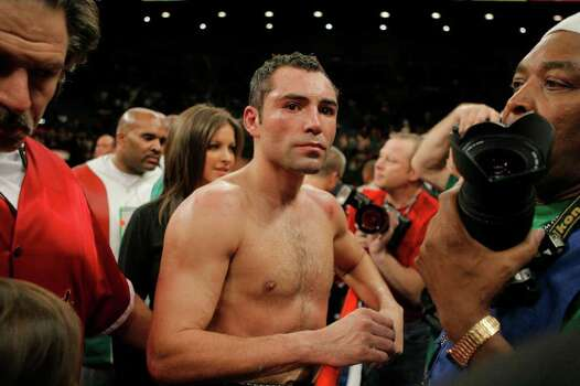Oscar De La Hoya leaves the ring after losing a split decision to Floyd Mayweather Jr. in their WBC super welterweight world championship boxing match on Saturday, May 5, 2007, at the MGM Grand Garden Arena  in Las Vegas. (AP Photo/Jae C. Hong) Photo: Jae C. Hong, Associated Press / AP