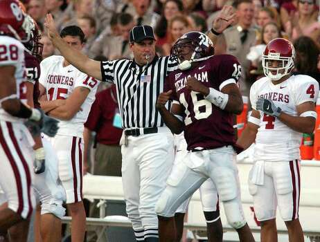 Texas A&M rookie quarterback Reggie McNeal (16) reacts as he led the Aggies to a 30-26 win over No. 1 ranked Oklahoma at Kyle Field Stadium on Saturday, November 9, 2002. Photo: KIN MAN HUI, SAEN / SAN ANTONIO EXPRESS-NEWS